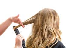 Nahaufnahme eines Maskenbildners, der Make-up anwendet Lizenzfreies Stockbild
