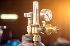 Nahaufnahme eines Metall-Gaszylinders stockfotos