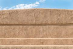 Nahaufnahme eines mudwall des luftgetrockneten Ziegelsteines stockbild