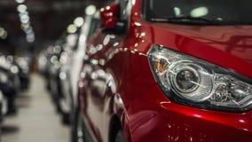 Nahaufnahme eines roten Jeepscheinwerfers Lizenzfreies Stockbild