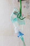 Nahaufnahme eines Sauerstoffmaskehängens Lizenzfreie Stockfotos