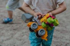 Nahaufnahme eines Spielzeugs auf dem Spielplatz Stockbild