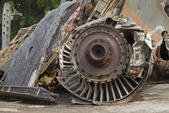 Nahaufnahme eines Strahltriebwerks eines amerikanischen Flugzeuges, das abgeschossen wurde Lizenzfreies Stockfoto