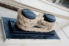 Nahaufnahme eines Verankerungs- Seils Stockfotografie