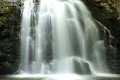 Nahaufnahme eines Wasserfalls Stockbilder