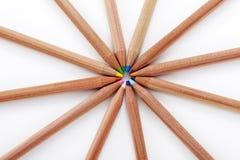 Nahaufnahme farbige Bleistifte auf weißem Hintergrund Lizenzfreie Stockbilder