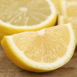 Nahaufnahme geschnittene Zitronenfrüchte Lizenzfreie Stockfotografie