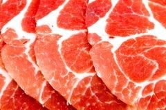 Nahaufnahme geschnittenes rohes Schweinefleisch stockbilder