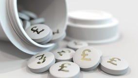 Nahaufnahme geschossen von den Pillen mit gestempeltem Pfund GBP-Symbol auf ihnen Teure Drogen oder Finanzabhilfe begrifflich stock video