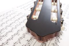 Nahaufnahme-Gitarren-Triebwerkgestell und Anmerkungen Stockfoto