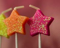 Nahaufnahme-Glittery Sparkly Stern-Kerzen lizenzfreie stockbilder