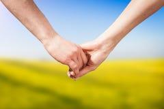 Nahaufnahme-Händchenhalten Stockfoto