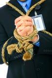 Nahaufnahme-Hand des Geschäftsmannes gebunden mit Seil stockbild
