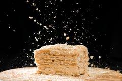 Nahaufnahme-köstliche Franzosen Napoleon Cake des Blätterteiges mit saurem stockfotos