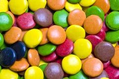 Nahaufnahme-multi farbige Schokoladen stockfotografie