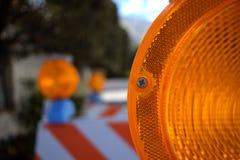 Nahaufnahme-orange Bau-Barrikade stockfotografie