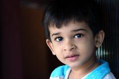 Nahaufnahme-Portrait des indischen Jungen Stockfotos
