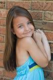 Nahaufnahme-Portrait eines lächelnden Mädchens Stockbild