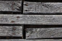 Nahaufnahme rauen verwitterten Hartholz Decking Stockfotos