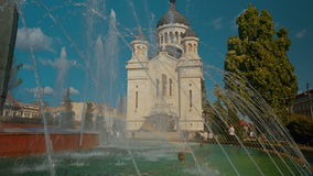 Nahaufnahme schoss das Dormition der Theotokos-Kathedrale in Klausenburg Napoca, Rumänien stock video footage