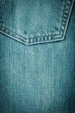Nahaufnahme schoss von der Jeanstasche Lizenzfreie Stockfotografie