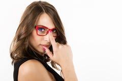Nahaufnahme sexy nettes businessgirl in den roten Gläsern Mode und Make-up, Schönheit im Geschäft Platz für Ihren Text Stockbilder