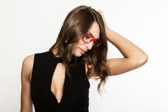 Nahaufnahme sexy nettes businessgirl in den roten Gläsern Mode und Make-up, Schönheit im Geschäft Platz für Ihren Text Lizenzfreies Stockbild