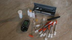 Nahaufnahme stellte für einen Diabetiker auf der grauen Oberfläche ein stock video footage