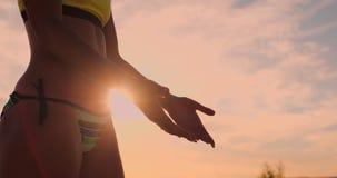 Nahaufnahme Volleyballspieler-Handdes klatschens und des Klatschens Die Freude am Sieg Volleyballspieler feiern ein Ziel stock video footage