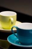 Nahaufnahme von 2 Kaffeetassen Stockbild