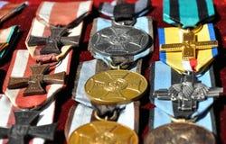 Nahaufnahme von alten Medaillen Stockfotos