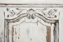 Nahaufnahme von alten weißen Kommodebüromöbeln mit Farbe zog weg ab Lizenzfreie Stockbilder