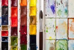 Nahaufnahme von Aquarellfarben Stockfotos