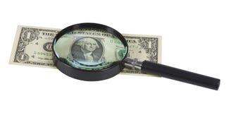 Nahaufnahme von Banknote $1 durch das Vergrößerungsglas Stockbilder