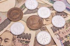 Nahaufnahme von Banknoten der japanischen Yen und japanische Yen prägen Konzept Lizenzfreies Stockbild