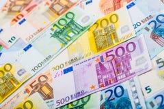 Nahaufnahme von Banknoten und von Münzen Lizenzfreies Stockfoto