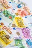 Nahaufnahme von Banknoten und von Münzen Lizenzfreie Stockfotografie