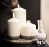Nahaufnahme von brennenden Kerzen Stockfotos