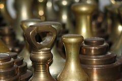 Nahaufnahme von Bronzegewichten Lizenzfreie Stockfotos