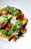 Nahaufnahme von Caesar Salad Biokost Corn Flakes Lizenzfreie Stockfotos