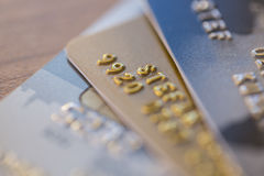 Nahaufnahme von drei Kreditkarten Stockbild