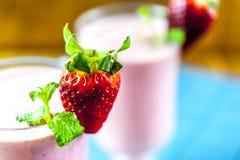 Nahaufnahme von Erdbeeresmoothie lizenzfreies stockbild