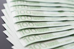 Nahaufnahme von 100 Eurobanknoten Lizenzfreie Stockfotos
