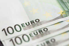 Nahaufnahme von 100 Eurobanknoten Stockfotos