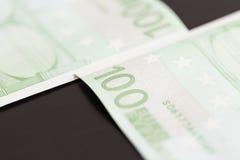 Nahaufnahme von 100 Eurobanknoten Stockbild