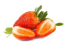 Nahaufnahme von frischen saftigen organischen Erdbeeren mit weißem Hintergrund Lizenzfreies Stockbild