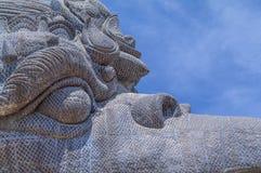 Nahaufnahme von Garuda-Statue in kulturellem Park GWK Stockfotos