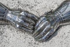 Nahaufnahme von gepanzerten Handschuhen Lizenzfreie Stockbilder
