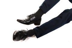 Nahaufnahme von Geschäftsmannfüßen in den schwarzen Stiefeln Stockbild