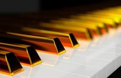 Nahaufnahme von goldenen Schlüsseln eines Klaviers stockfotos